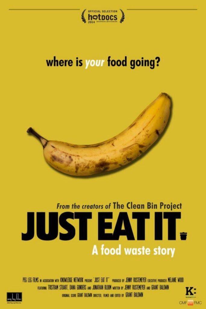 Tome algunos bocadillos (sin plástico), atenúe las luces y deje que un documental de cero desperdicios cambie su vida.  Imagen de Just Eat It #zerowastedocumentaries #sustainablejungle