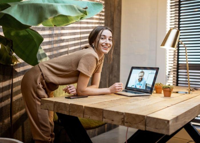 Oficina en casa sostenible y apta para reuniones de Zoom